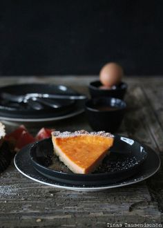 PinMit allen Geschmackssinnen! Salty Macadamia Grapefruit Tarte
