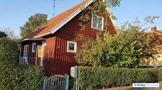 Dejligt svensk rødt træhus med pragtfuld have og sydvendt terrasse. Sveasvej 38, Rønne, 3700 Rønne - Villa #villa #rønne #bornholm #selvsalg #boligsalg #boligdk