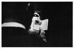 Duane MICHALS - things are queer - 1993 - suite de 8 photos noir et blanc - Duane Michals, Photo Sequence, Carnegie Museum Of Art, Coffee And Books, Man Standing, Storytelling, Black And White, Small Book, Arrow Keys