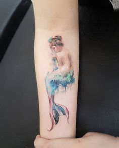 Find the tattoo artists and the perfect inspiration to your tattoo. - Tattoo feita no estilo pintura à óleo feita por Alain Head. Quer se inspirar e encontrar a tatua - Mermaid Tail Tattoo, Watercolor Mermaid Tattoo, Mermaid Tattoo Designs, Temporary Tattoo Designs, Small Mermaid Tattoo, Ocean Tattoos, Pisces Tattoos, Body Art Tattoos, Sleeve Tattoos