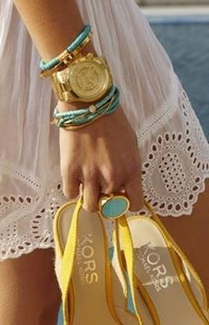 Love this color combo of accesorize with a white dress ! : )