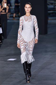 David Koma Spring 2020 Ready-to-Wear Fashion Show - Vogue
