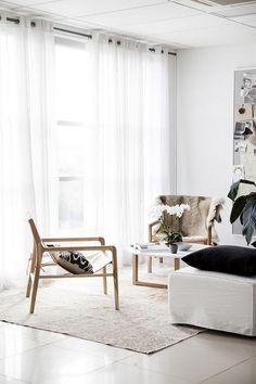 Rugs meet Incredible Modern Chairs #modernchairs #rugs #homedecor Shop Here: http://modernchairs.eu/shop/