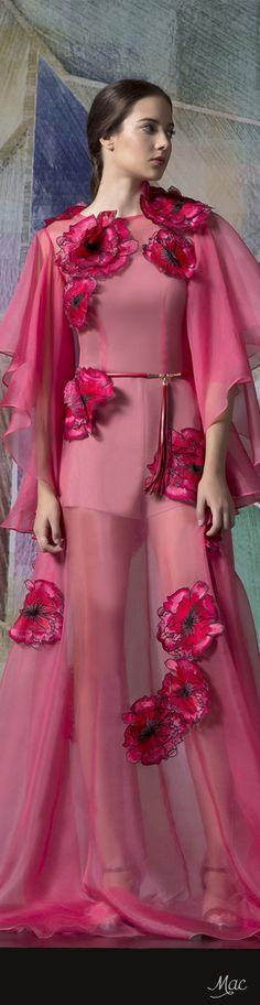 Spring 2017 Ready-to-Wear Isabel Sanchis ✨ ʈɦҽ ƥᎧɲɖ ❤ﻸ Floral Fashion, Boho Fashion, Spring Fashion, Fashion Show, Fashion Design, Couture Details, Couture Fashion, Pink Dress, Designer Dresses