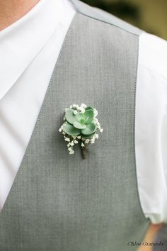 gardenia floral design | green succulent and babies breath