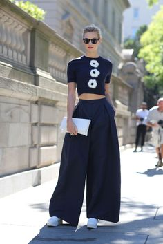 Karlie Kloss goes all-navy-everything. #refinery29 http://www.refinery29.com/2016/09/120553/nyfw-spring-2017-best-street-style-outfits#slide-80
