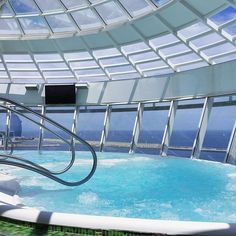Take a dip in one of Allure of the Seas' 10 whirlpools. Two of these whirlpools extend out over the side of the ship, overlooking the ocean.