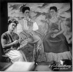 """Frida pintando """"Las dos Fridas"""""""