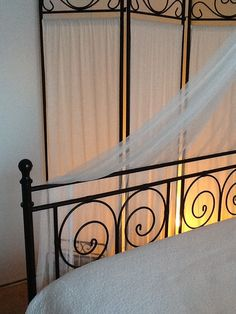 Éclairage doux. Stairs, Home Decor, Ladders, Homemade Home Decor, Stairway, Staircases, Decoration Home, Stairways, Interior Decorating