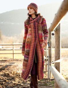 Revista especial Azteca 4 Otoño / Invierno | 13: Mujer Abrigo | Fucsia-Granate-Marrón