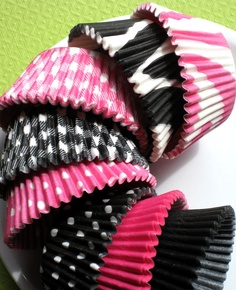 ♥ Black & Pink cupcake holders, with black & pink m&m inside. OR I could just do black holders with pink m&ms