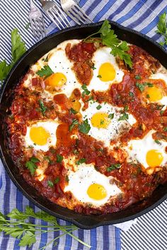 An authentic Israeli shakshuka recipe with eggs baked in richly spiced tomato sauce with spinach and feta cheese. Great vegetarian dish for breakfast, brunch, lunch or dinner. #ShakshukaRecipe #BestShakshuka #EasyShakshuka Breakfast And Brunch, Breakfast Recipes, Breakfast Skillet, Egg Dinner Recipes, Breakfast Ideas, Mexican Breakfast, Breakfast Potatoes, Breakfast Cake, Sunday Brunch