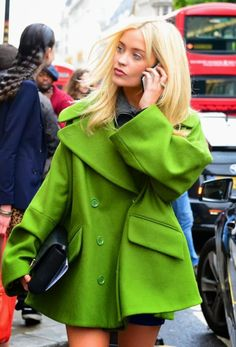 London Style Dress Hats, Coat Dress, Her Style, Cool Style, Street Chic, Street Style, London Style, Fashion Beauty, Womens Fashion