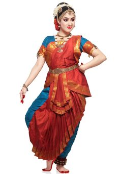 Indian Dance Costumes, Belly Dancer Costumes, Dance Photography Poses, Dance Poses, Isadora Duncan, South Indian Silk Saree, Indiana, Indian Classical Dance, Pin Up