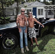 I read the news today oh boy! RIP Anthony Bourdain, you have inspired many 🦋 Pictured here with friend Iggy Pop Iggy Pop, Pop Rock, Rock And Roll, Anthony Bordain, Moving To Miami, Gq Magazine, Eric Clapton, Celebs, Celebrities