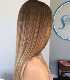 WEBSTA @ loveandbristles - I often curl my clients hair but its so important to me to create a seamless blend that allows them to wear it straight as well #loveandbristles #balayage #babylights #colormelt #shadowroot #balayagedandpainted #hairpainting #behindthechair #modernsalon #paintedhair