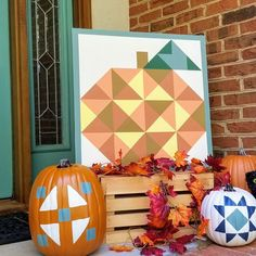 Muletown Designs (@muletowndesigns) • Instagram photos and videos This pumpkin barn quilt was just too cute not to paint and now sits on my front porch along with a few other hand-painted quilted pumpkins 😉 I would LOVE to see your front doors all decorated for fall! Post a pic below! 🍂🍁 Barn Quilt Designs, Barn Quilt Patterns, Quilting Designs, Mini Quilts, Baby Quilts, Porch Paint, Painted Barn Quilts, Baby Barn, Barn Art