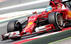 """Alonso riduce a mezzo secondo il distacco dalle due Mercedes nelle libere del sabato, affermando che la Ferrari potrebbe essere la prima di """"tutti gli altri"""" nelle qualifiche del pomeriggio e nella gara di domani. Benissimo Massa e Grosjean, mentre la Red Bull si concentra su altre prove con Ricciardo e un nervosissimo Vettel, che cerca di riassumere nella mattinata tutte le prove che ha perso…"""