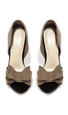 Retro bow heels