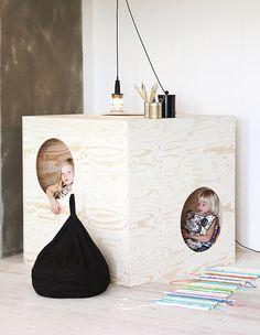 Lasten sisäleikkimökki kulku-ja kurkistusaukkoineen antaa uutta tuulta lastenhuoneeseen! Kätkee sisäänsä lukuhetket, lelusotkut, piiloleikit… Luona in