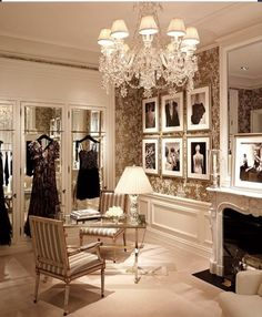 What a classy lady cave! This reminds me of Audrey Hepburn.