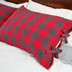 In this tutorial I show how I made some flannel buffalo check pillow cases to cozy up our bedroom for fall and winter.