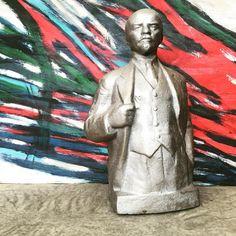 Lenin. Busto. 1927  #Canificio #mercatodellepulci #stand18 #fleamarket #modernariato #art #design #cccp #midcentury #midcenturymodern #soviet #sovietart #comunismo #lenin #communism #vintage #ilcomunismoarreda (presso Canificio)