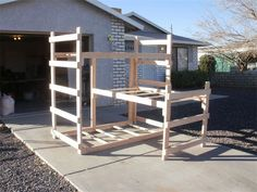Triple Middle L Twin bunk bed : Twin beds for all beds. The middle bunk can be put anywhere in the middle you would like.