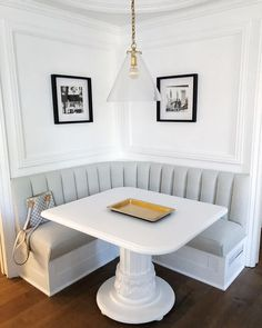 36 Ideas banquette seating cushions kitchen booths for 2019 Corner Bench Kitchen Table, Booth Seating In Kitchen, Banquette Seating In Kitchen, Kitchen Booths, Kitchen Benches, Booth Dining Table, Corner Dining Nook, Wall Seating, Small Kitchen With Table