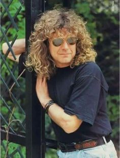 Robert Plant                                                                                                                                                                                 Mais