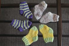 Super quick and easy pattern for newborn socks made on four double pointed needles.