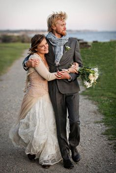 Love the scarf and the ever so slightly quirky style. Weddings are everywhere, I can't stop looking at pictures!