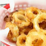 These Easy Buttermilk Onion Rings are battered and fried to perfection and make a delicious side dish to any meal. Serve with a tasty dipping sauce. Onion Strings, Churros, Onion Ring Batter, Baked Onion Rings, Baked Onions, Buttermilk Recipes, Onion Rings Recipe Buttermilk, Cheeseburger, French Fried Onions