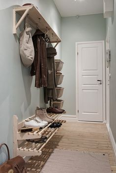 Nordhemsgatan 69 B, Linnéstaden Entryway Stairs, Hallway Storage, Entry Hallway, Home Design Decor, House Design, Home Decor, Coat And Shoe Storage, Dirty Kitchen, Diy Shoe Rack