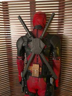 Deadpool Movie Swords & Back Scabbard Printed Female Deadpool, Deadpool Art, Deadpool Cosplay, Lady Deadpool, Deadpool Halloween Costume, Halloween Costumes, Marvel Vs, Marvel Comics, Deadpool Symbol