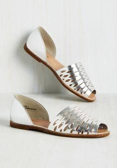 Bold, Metallics, and Underline Flat in Silver. No matter how you format em, these silver gold flats are fab! #silver #modcloth