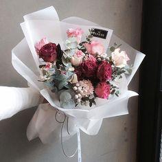 floral | @joannechan00 Bunch Of Flowers, Love Flowers, Fresh Flowers, Dried Flowers, Beautiful Flowers, Wedding Flowers, Deco Floral, Arte Floral, Hand Bouquet