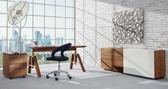 Der höhenverstellbare atelier Schreibtisch ermöglicht ergonomisches Arbeiten.