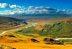 #Mongolie Le territoire mongol est immense mais possède très peu de terres arables, notamment à cause de son relief montagneux et couvert de steppes très arides, en particulier vers le sud en direction du désert de Gobi. De la Taïga sibérienne au désert de Gobi, la Mongolie est un pays presque vide où il n'est pas rare de se promener pendant des jours sans croiser le moindre individu. http://vp.etr.im/a0d4