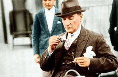 Atatürk'ün Kendi Elleriyle Yazdığı Yemek Menüsü ,  #AtatürkHayatı #mustafakemalatatürk , Nette gezinirken muhteşem bir yazı ile karşılaştım. Sizlerle paylaşmadan edemedim. Çok güzel bir bilgi. Ben daha önce görmemiştim. Belki a...