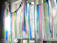 A New, Easy Twist on Crepe Paper Streamers! #streamers #banner #partydecor