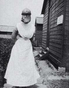 Pictured is Minnie Hough, wearing her gas mask while serving on the Western Front. Nursing Australia, Sydney Australia, World War One, First World, Nurse Aesthetic, Child Nursing, Medical History, Women In History, Vietnam War