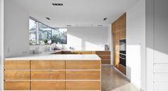 Buscá Imágenes De Diseños De Cocinas Estilo Moderno De Corneille  Uedingslohmann Architekten. Encontrá Las Mejores