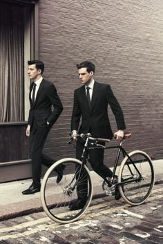 See the Hardy Amies Spring/Summer 2013 Advertising Campaign at FashionBeans. See the full collection of images for Hardy Amies. Style Blog, Mode Style, Men's Style, Der Gentleman, Gentleman Style, Mode Masculine, Sharp Dressed Man, Well Dressed, Fashion Moda