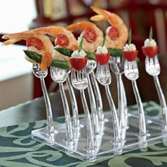 Love this idea and the forks and stand are super Cooking Gadgets, Cooking Recipes, Unique Recipes, Ethnic Recipes, Bite Size Food, Mini Appetizers, Food Displays, Yummy Food, Good Food