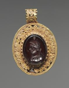 6th c. Byzantine pendant: garnet portrait intaglio in gold filigree setting (1 5/16 x 7/8 in.) - Cleveland Museum of Art 1947.33