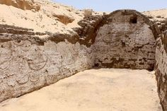 Ancient carvings of Egyptian boats preparing for battle have been discovered