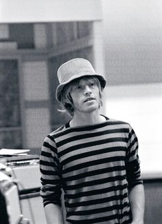 Brian Jones Brian Jones - Wikipedia, the free encyclopedia https://pt.wikipedia.org/wiki/Brian_Jones Go to the period Rolling Stones - In the spring of 1962, Jones invited Jagger ... The Rolling Stones, inspired by the passage of a song of ...