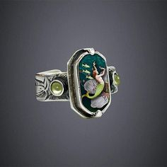 love. this. ring. This could be awesome if you have it make with stones and stuff that are mementos.