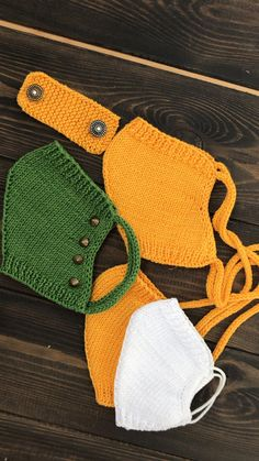 This adult child face mask knitting pattern contains step-by-step tutorial how to make reusable and washable protective Knitting Patterns Free, Knit Patterns, Free Knitting, Crochet Mask, Crochet Faces, Easy Face Masks, Diy Face Mask, Knitting Projects, Crochet Projects